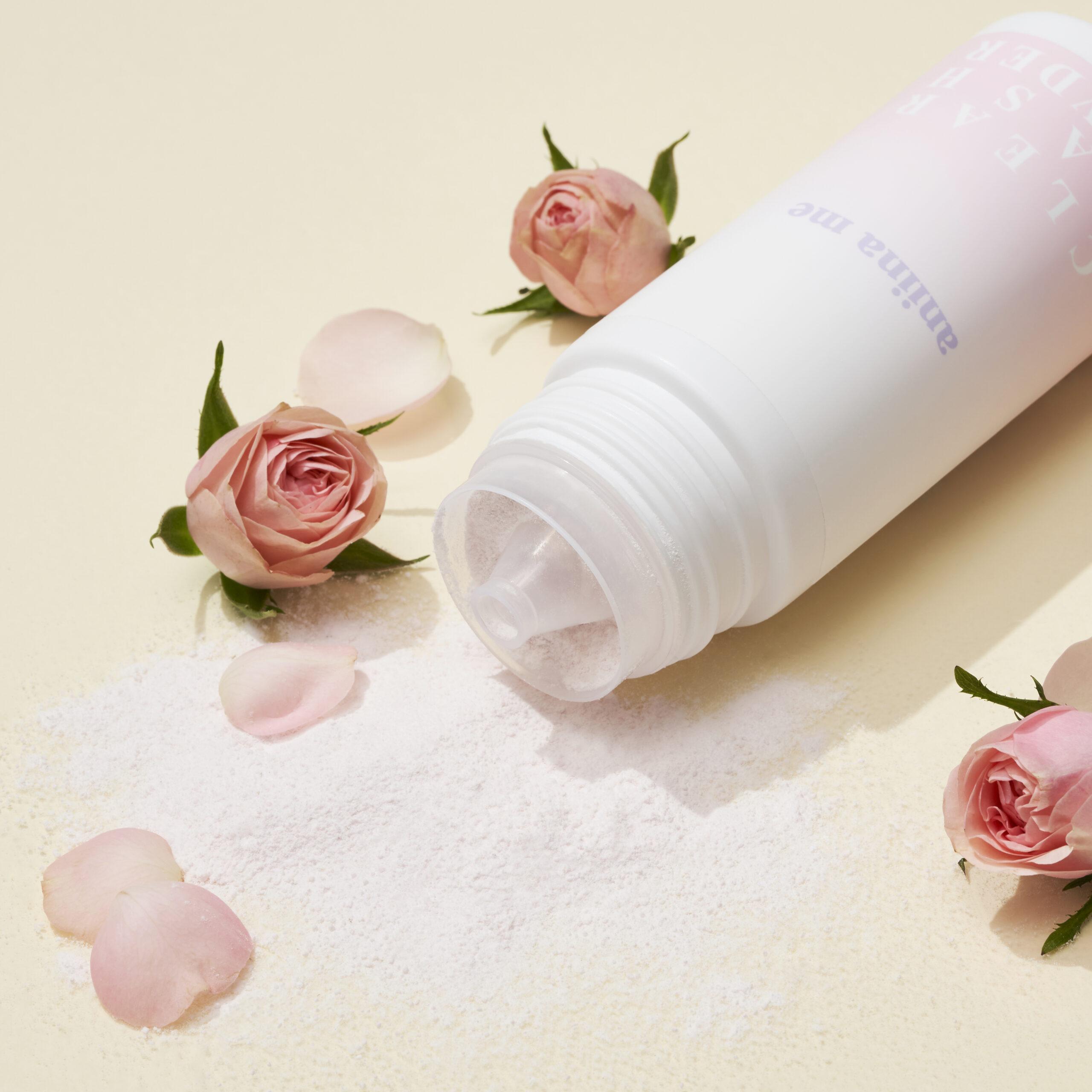 土屋アンナがプロデュース!家族と自分自身を大切にする人のためのスキンケアブランド〈aniina me〉から、毛穴ケアと洗顔を同時に叶える敏感肌のための酵素パウダーが登場。