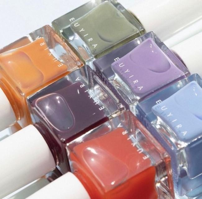 韓国発・敏感肌用コスメティックブランド「ユイラ」より「ブラッシングネイルカラー」が誕⽣。透明感のある輝きを持つ、トレンドライクな 3 カラーが待望の⽇本上陸!